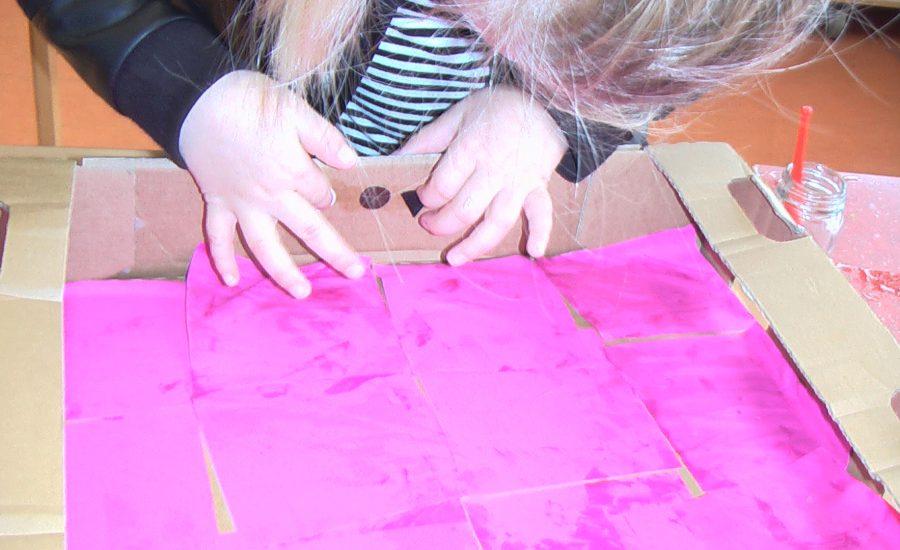 droomhuis met roze tegels en regenboog